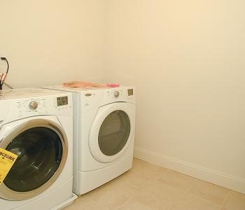 10 Benjamin Dr_Laundry room